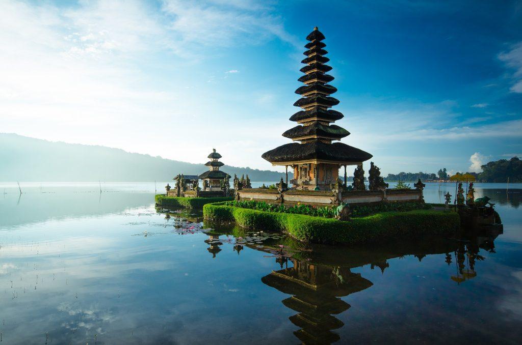 Chauffeur driven car hire service in Bali