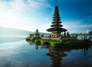 Chauffeur driven car hire service in Bali